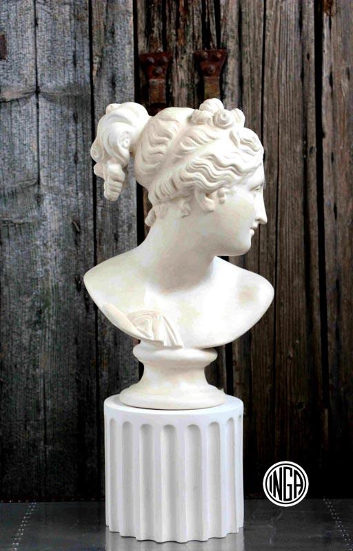 Busto Venere Italica con tronco di colonna in gesso